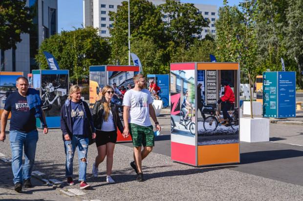 Piesi mogą korzystać w pełni z placu przy ul. Zawiszy Czarnego do 4 października.
