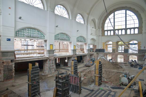 Tak obecnie wyglądają wnętrza remontowanego dworca.