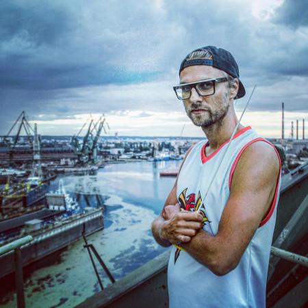 Producentem i dyrektorem artystycznym projektu jest Łukasz L.U.C Rostkowski.