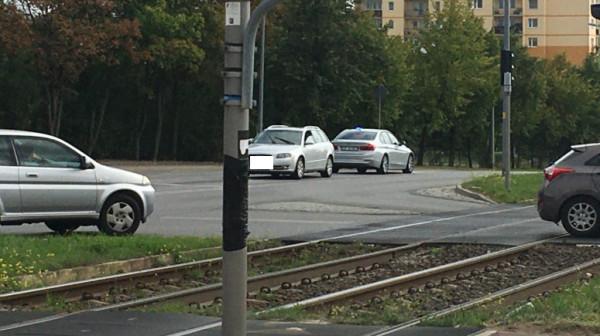 Samochód zatrzymał się na skrzyżowaniu ulic Witosa i Cieszyńskiego.