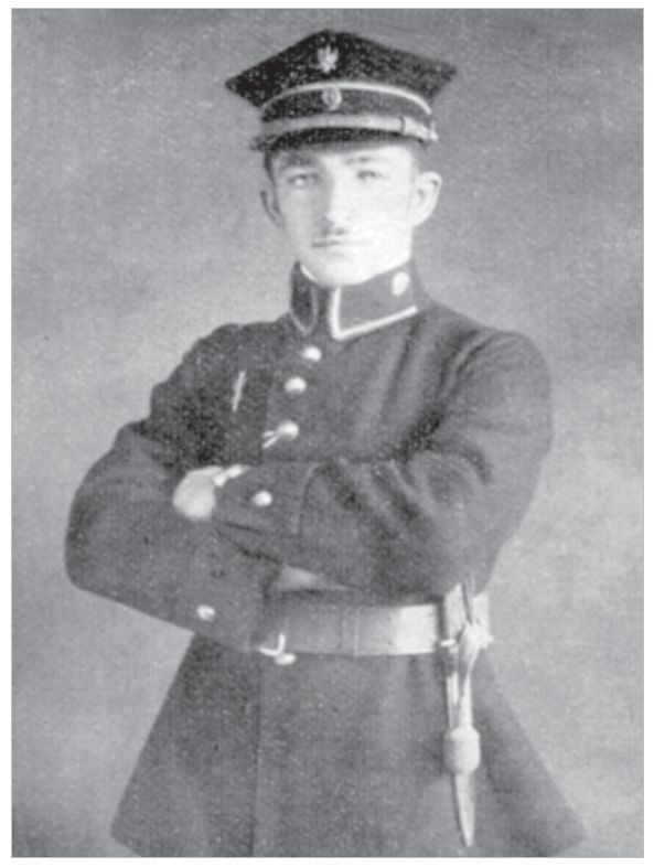 Zdjęcie urzędnika celnego z początku lat 20. fot. Wiadomości Celne nr 6-7 z 2010 r. - 90 lat munduru administracji celnej.