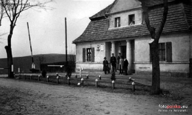 Budynek polskiego urzędu celnego na tranzytowym przejściu drogowym Władysławek - Nesewanz / Nieżywięć.