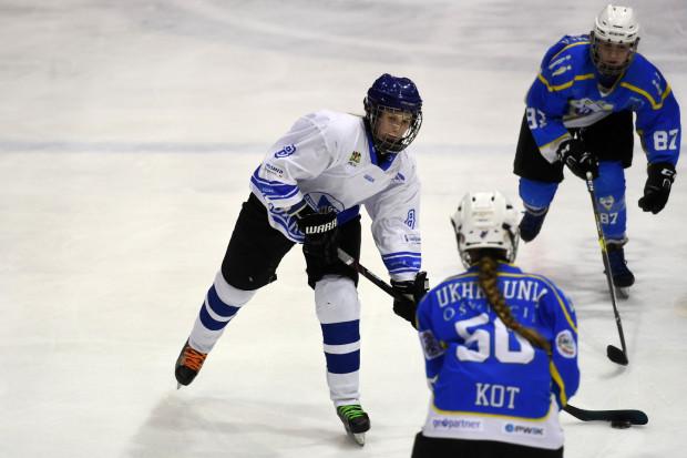 Hokeistki  Stoczniowca przez sześć sezonów z rzędu awansowały do finału PLHK. W poprzednim sezonie mecz o złoto nie odbył się ze względu na pandemię, a gdańszczankom przyznano srebro. Na zdjęciu Tetiana Onyszczenko.