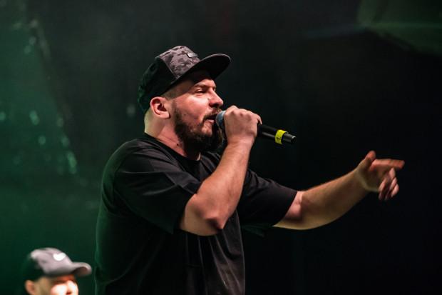 Nowa trasa O.S.T.R. to przede wszystkim duża dawka materiału z najnowszej płyty, ale nie zabraknie także najpopularniejszych numerów rapera. Na zdjęciu: koncert w B90 w 2019 roku.