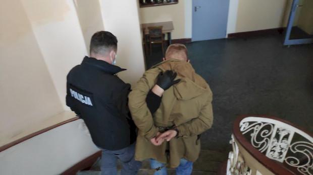 37-latek odpowie za porwanie, rozbój, a także dręczenie swojej ofiary.
