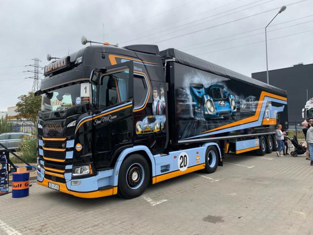 """Ubiegłoroczna Pomorska Miss Scania - projekt """"Le Mans""""."""