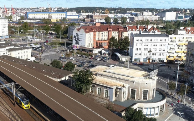 Dworzec Podmiejski SKM w Gdyni w końcu doczeka się remontu. Prace ruszą jesienią przyszłego roku.