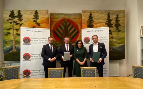 Umowę przyznającą 294,3 mln zł pożyczki na budowę spalarni podpisano dziś w Warszawie w obecności Marcina Horały, wiceministra infrastruktury.