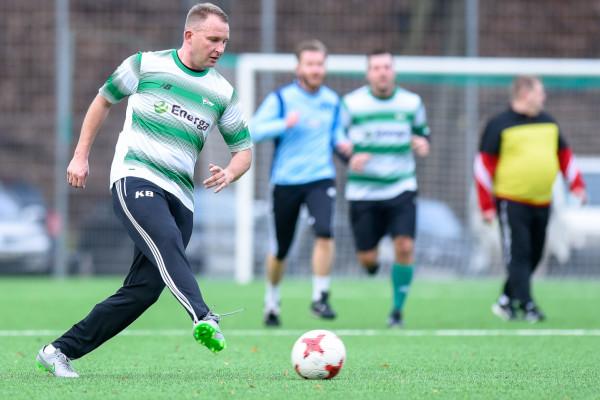 W noworocznych meczach oldbojów Krzysztof Brede nadal przywdziewa barwy Lechii Gdańsk.