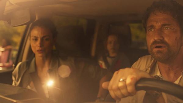 Film Rica Romana Waugha powiela mnóstwo schematów kina katastroficznego, choć punkt wyjściowy w postaci wątku nie do końca zgranej rodziny uciekającej przed zagładą wydawał się całkiem interesujący.