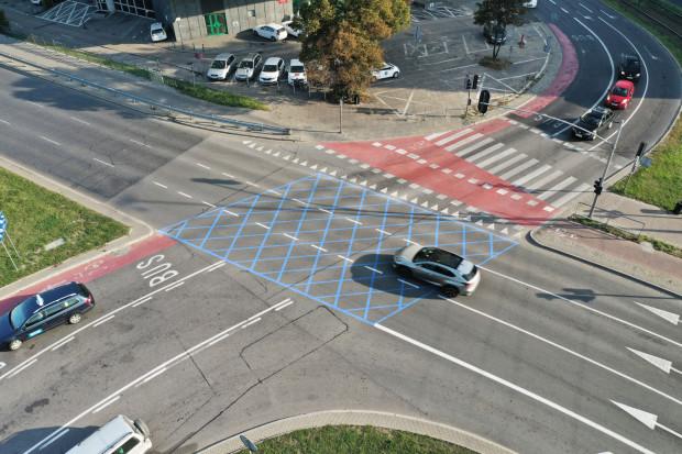 Czy Trójmiasto pójdzie śladami Szczecina i również wymaluje skrzyżowania w niebieską kratownicę?