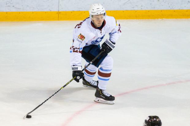 Krystian Mocarski w barwach Lotosu PKH Gdańsk minionym sezonie rozegrał pierwszy pełny sezon w PHL. Obecnie jest zawodnikiem pierwszej piątki Stoczniowca.
