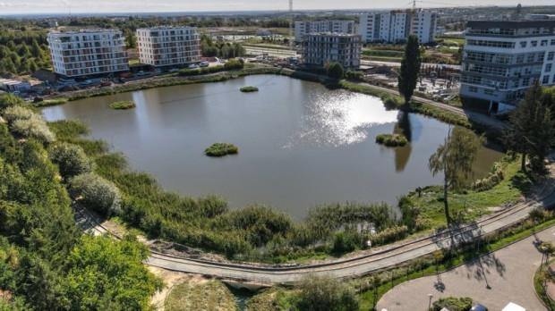 Inwestycja powstaje wokół zbiornika retencyjnego Jabłoniowa na południu Gdańska.