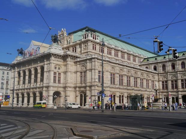Opera w Wiedniu. Melomani nie polecą z Gdańska do stolicy Austrii w październiku, choć połączenie na tej trasie miało być obsługiwane jeszcze przez miesiąc.