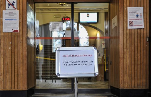 Dostęp do sopockiego magistratu jest ograniczony.