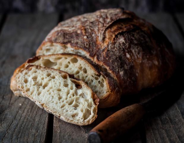 Chleb na zakwasie jest szczególnie wartościowym składnikiem codziennej diety. Nie oznacza to, że chleb wypiekany na drożdżach jest niezdrowy, lecz gdy mamy wybór między pieczywem jednego i drugiego rodzaju, lepiej wybrać pieczywo wypiekane na zakwasie.