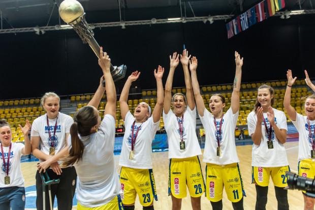 Koszykarki VBW Arki Gdynia odebrały medale i Puchar Polski za poprzedni sezon przy okazji Memoriału Franciszki Cegielskiej i Małgorzaty Dydek. Przed rozpoczęciem nowych rozgrywek liczą na uzupełnienie kompletu o Superpuchar Polski.