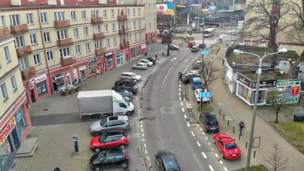 Tak ul. Dmowskiego wyglądała przed przebudową.