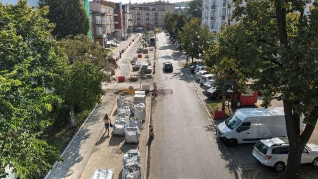 Zdaniem urzędników buspas na Dmowskiego nie sprawdził się, dlatego nie było sensu uwzględniać go w projekcie przebudowy.