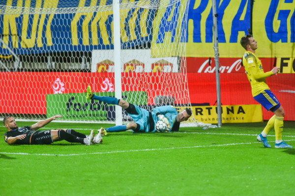 Konrad Jałocha jest pierwszym bramkarzem, któremu w tym sezonie Arka Gdynia nie strzeliła gola. Obecny golkiper GKS Tychy w latach 2015-17 grał w żółto-niebieskich barwach.