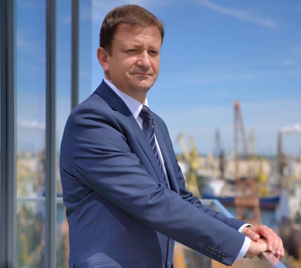 Jeszcze w latach 90. Adam Ruszkowski został zakwalifikowany przez Piotra Soykę do liczącego 10 osób grona rezerwowej kadry kierowniczej stoczni.
