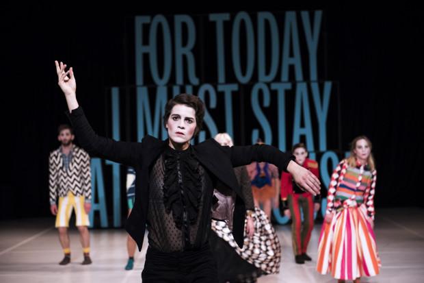 """W programie dwa widowiska taneczno-ruchowe, w tym """"Staging a Play: Tartuffe"""", na podstawie """"Świętoszka"""" Moliera, w wykonaniu Zagreb Dance Company."""