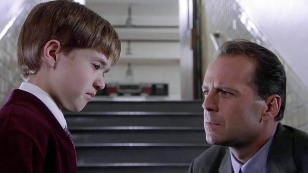 """Zaskakujące zakończenie """"Szóstego zmysłu"""" to jeden największych fabularnych twistów ostatnich lat w kinie. Robi ogromne wrażenie, ale tylko raz."""