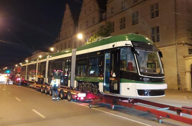 W czerwcu, jako ostatni z pierwszej transzy dostaw, przyjechał do Gdańska tramwaj w biało-zielonych barwach.