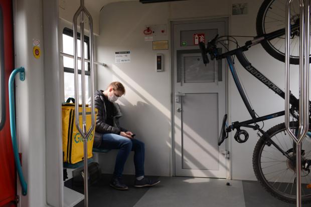 """Wprowadzenie """"stref"""" z obostrzeniami w Trójmieście nie wpłynie na sytuację pasażerów SKM."""