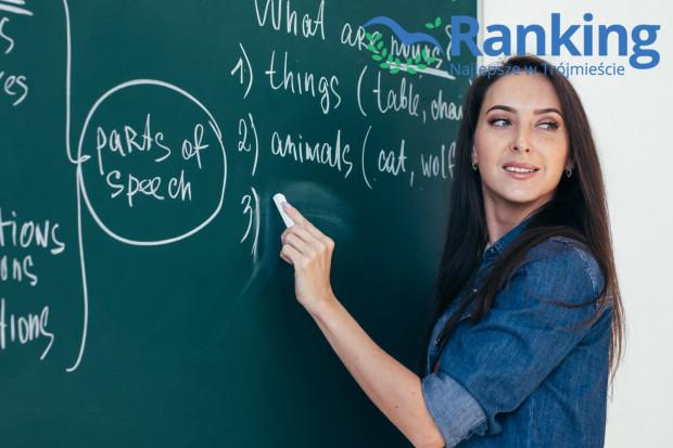 Coraz chętniej uczymy się języków obcych po to, by zdobyć upragnioną pracę, zdać ważny egzamin czy móc swobodnie komunikować się z ludźmi na całym świecie.