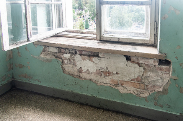 Prace remontowe potrzebne są także m.in. na klatkach schodowych budynku.