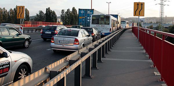 Kierowcy jeżdżący odcinkiem estakady Kwiatkowskiego pomiędzy ul. Morską a obwodnicą w najbliższych tygodniach muszą liczyć się z utrudnieniami.