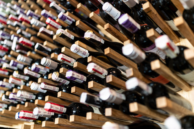 W sklepach winiarskich mamy możliwość konsultacji ze specjalistą, który pomoże wybrać nam odpowiedni alkohol do naszych potrzeb.
