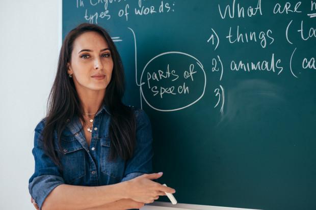 Polacy uczą się angielskiego pod kątem studiowania za granicą oraz ze względu na wymogi rynku pracy.