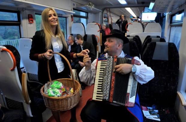 Oficjalna inauguracja połączenia kolejowego Pomorskiej Kolei Metropolitalnej pomiędzy Gdańskiem a Kartuzami w 2015 r. Po pięciu latach funkcjonowania tej linii wiadomo, że najbardziej korzystają na niej mieszkańcy Kaszub, którzy dojeżdżają do pracy w Trójmieście.