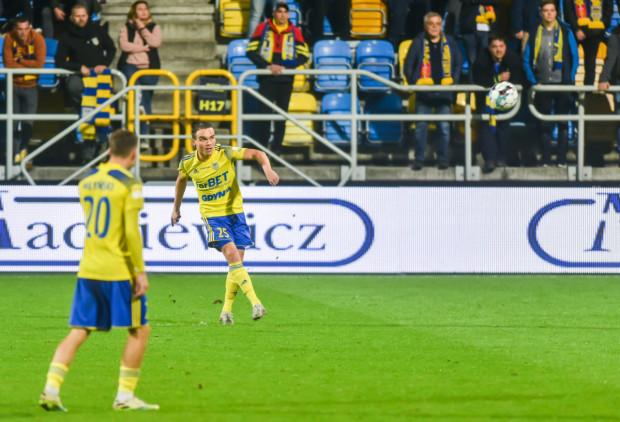 Piłka przestała się słuchać piłkarzy Arki Gdynia w ofensywie. Drugi mecz z rzędu bez gola. Na zdjęciu: Szymon Drewniak i Mateusz Młyński.