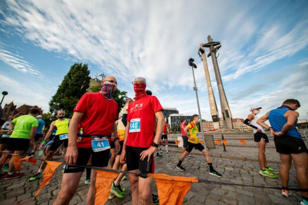 Mimo pandemii, a w związku z tym koniecznością biegania w trzech turach, Półmaraton Gdańsk zgromadził ponad pół tysiąca uczestników.