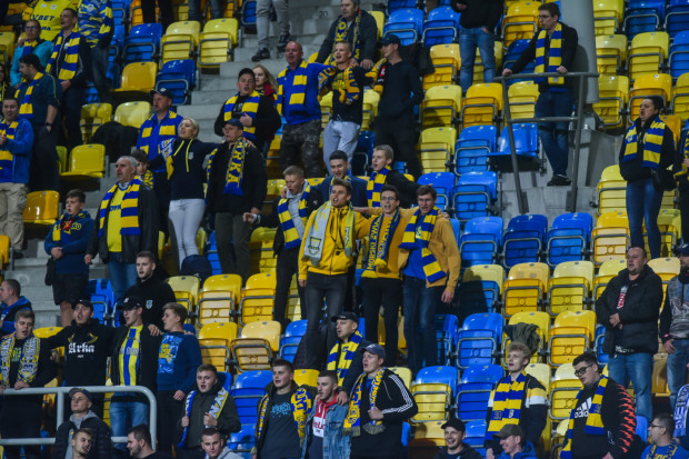 Na mecz Arka Gdynia - ŁKS Łódź, 10 października o godzinie 12:40 będzie mogło wejść niewiele ponad 3 tysiące kibiców, bo można obsadzić jedynie 25 procent pojemności trybun.