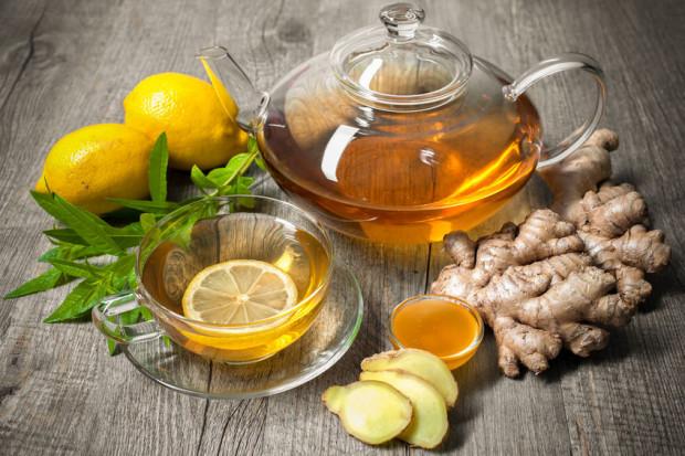 Duże znaczenie ma dobór dodatków. Herbaty z cytryną będą poprawiały odporność poprzez zawartą w niej witaminę C, a te z imbirem będą miały działanie przeciwzapalne.