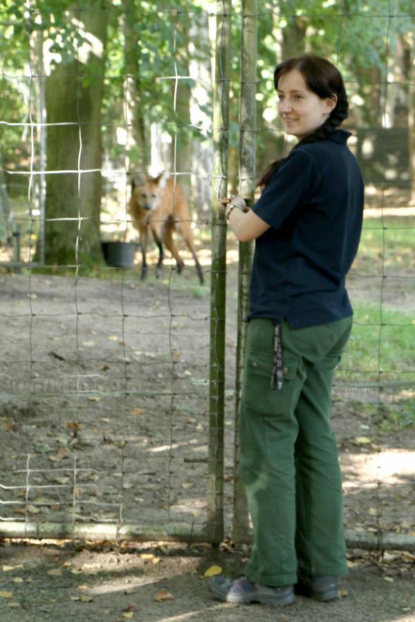 Marzena Muszyńska - pielęgniarz przede wszystkim wilków grzywiastych, żbików, rysi, panter perskich, serwali.