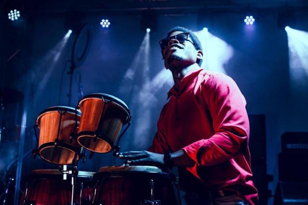 Sonny Saname Matos ukończył studia w klasie perkusji w Guantanamo (Kuba).