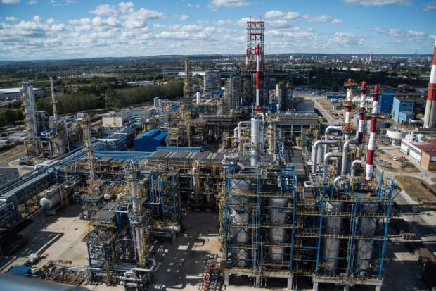 Związki zawodowe pracują nad porozumieniem dotyczącym gwarancji dla pracowników sektora naftowego w związku z przejęciem Grupy Lotos przez PKN Orlen.