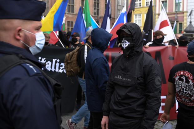Marsz nacjonalistów przeszedł przez Gdańsk 5 września. Władze miasta dopiero teraz powiadomiły prokuraturę o możliwości popełnienia na nim przestępstwa.