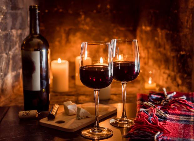 Jesienią dużą popularnością cieszą się czerwone wina.