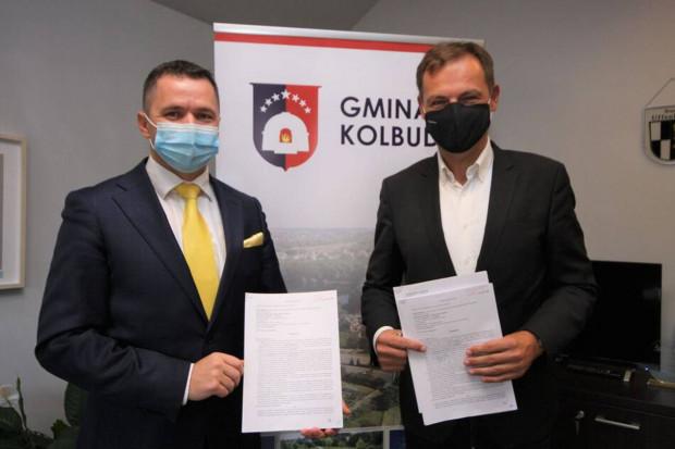 Podpisanie umowy między wójtem gminy Kolbudy a prezesem Grupy Chodzeń.