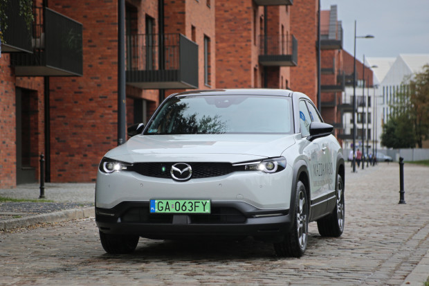Nowa Mazda MX-30.