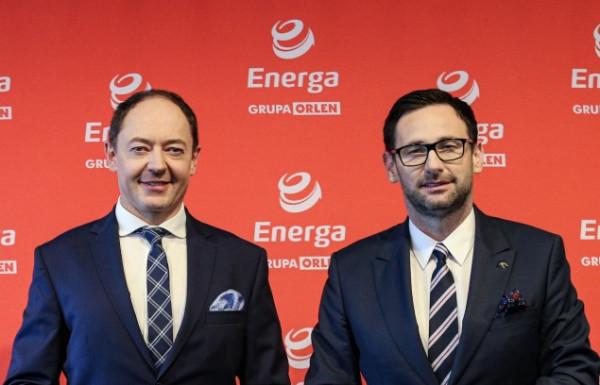 Daniel Obajtek, prezes PKN Orlen oraz Michał Hałaczkiewicz, dyrektor generalny Lechii Gdańsk (z lewej) wyrazili przekonanie, że umowa będzie realizowana z korzyścią dla obu stron.