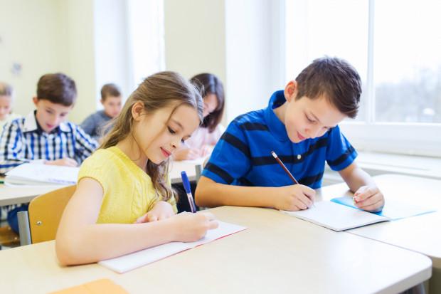 Umieszczenie zajęć nieobowiązkowych na skrajnych godzinach lekcyjnych nie zawsze jest możliwe, co stanowi dodatkowe utrudnienie dla uczniów, którzy w nich nie uczestniczą.