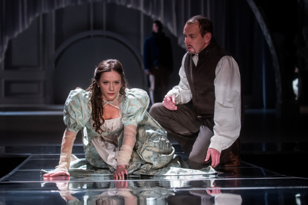 Marianna w wykonaniu Weroniki Nawieśniak (na zdjęciu z Rafałem Kowalem w roli Brandona) to emocjonalna i bardzo naiwna  dziewczyna, która nie ma doświadczenia w postępowaniu z mężczyznami.
