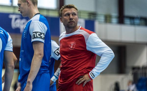 Damian Wleklak (na zdjęciu) musiał po długiej przerwie wcielić się w rolę  szkoleniowca pod nieobecność chorego Krzysztofa Kisiela. Tego nieoczekiwanego powrotu do starej roli nie zapamięta jednak dobrze.